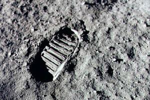...stopa NASA na Měsíci...